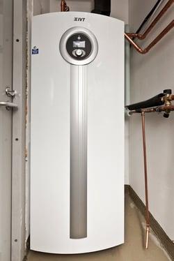 IVT maalämpöpumppu ja erillinen lämminvesivaraaja.jpg