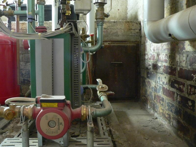 Espoolaisen taloyhtiön lämmönjakohuone