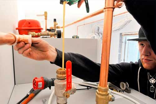 Maalämpöjärjestelmä voidaan asentaa yhtä hyvin talvella kuin kesälläkin, koska lämmityskatko on varsin lyhyt.