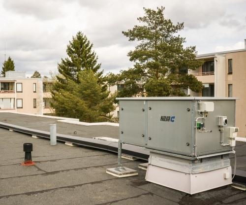 LTO laite kerrostalon katolla