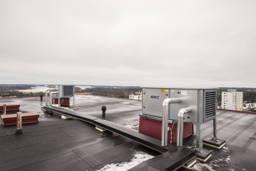 Lämmön talteenottoyksiköt kerrostalon katolla